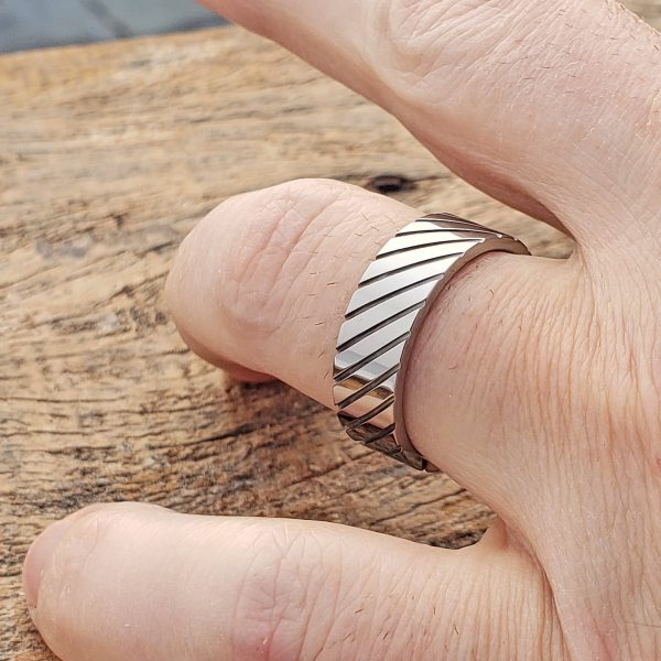 carina-diagonal-grooved-unique-rings-7mm