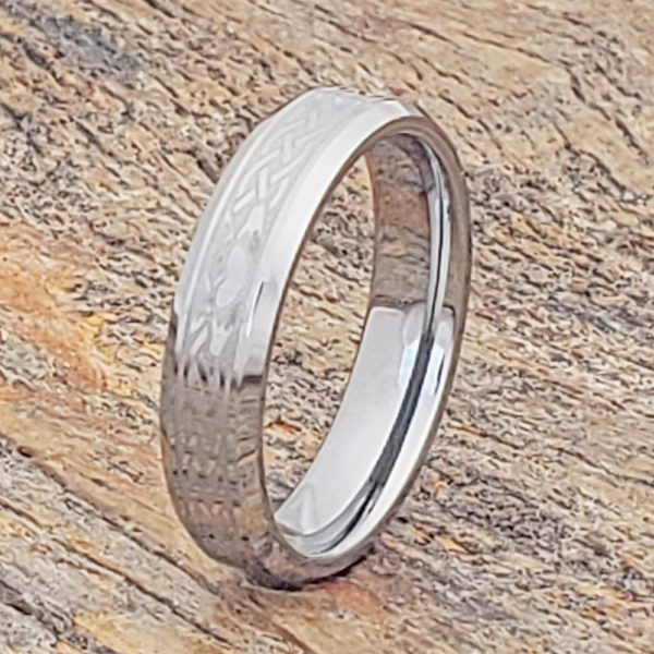 clatter-irish-heart-crown-5mm-hands-beveled-claddagh-rings