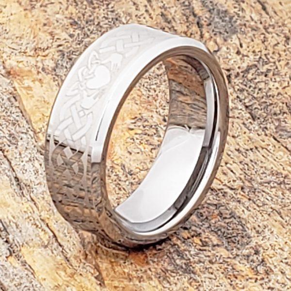 clatter-irish-style-8mm-beveled-claddagh-rings