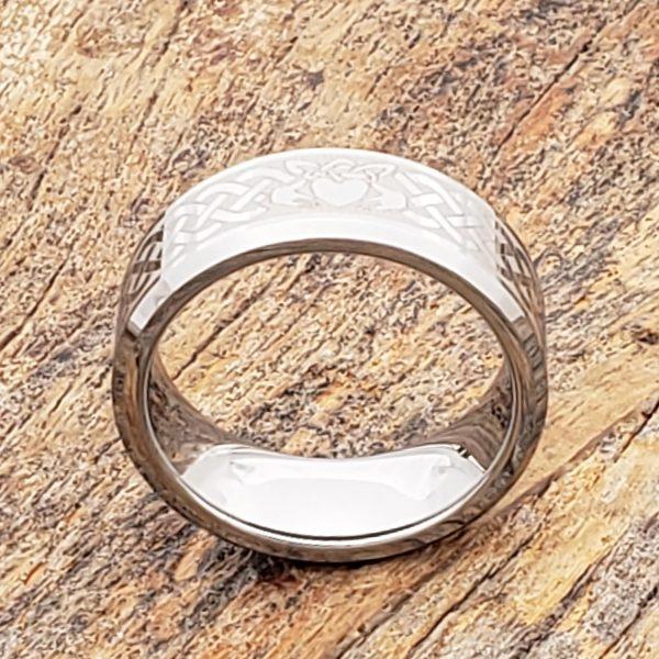 clatter-irish-style-beveled-8mm-claddagh-rings
