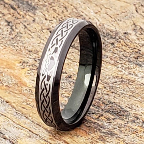 clatter-promise-5mm-black-beveled-claddagh-rings