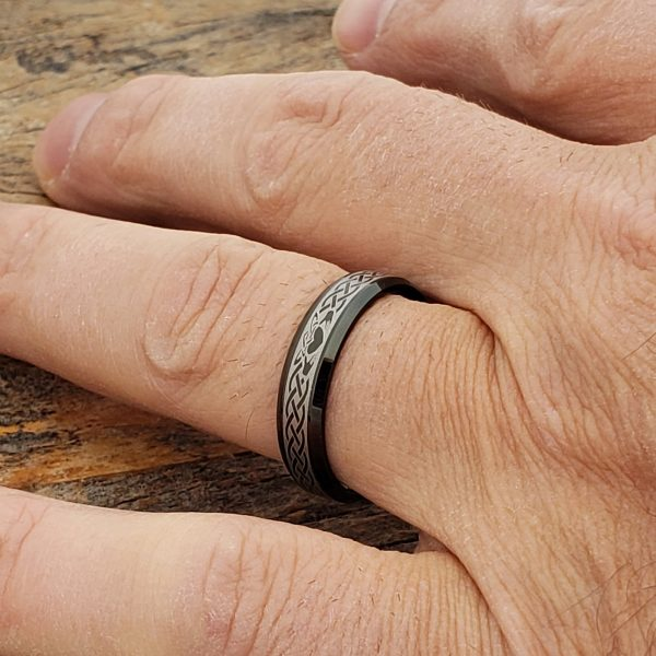 clatter-promise-black-beveled-5mm-claddagh-rings