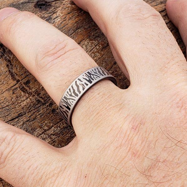 mason-black-flat-unique-rings-6mm