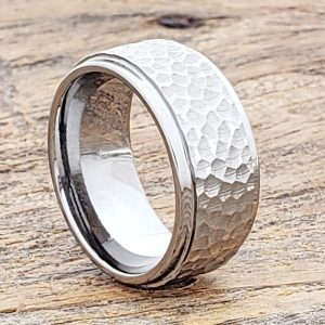 mens-polished-10mm-step-edges-hammered-rings