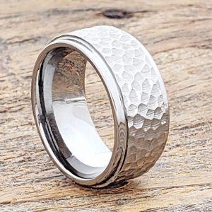 mens-polished-10mm-step-edges-hammered-rings