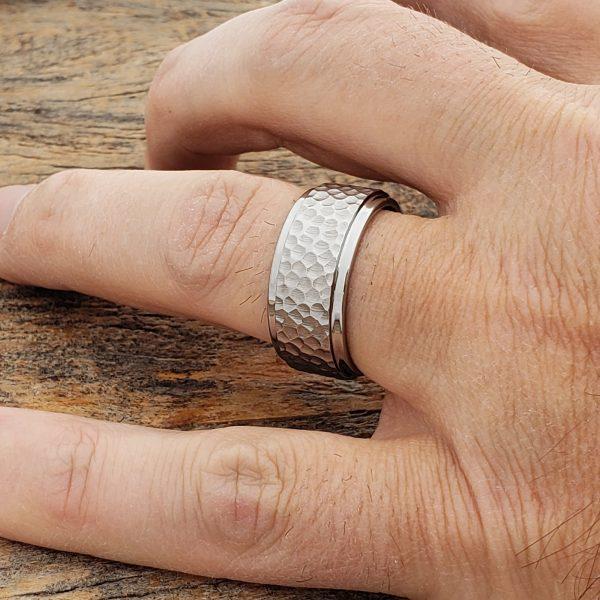 mens-polished-step-edges-hammered-10mm-rings