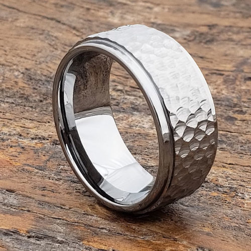 Men's Polished Step Down Edges Hammered Rings