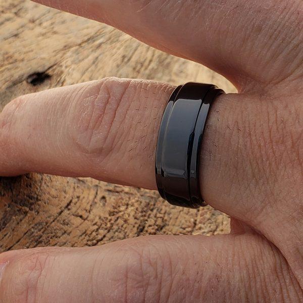 plato-black-step-edges-ceramic-8mm-rings