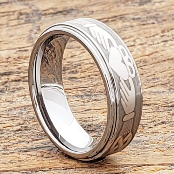 triclops-friendship-7mm-brushed-claddagh-rings