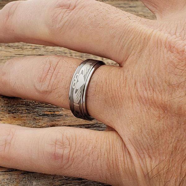 triclops-friendship-brushed-claddagh-7mm-rings
