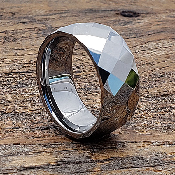 casual-faceted-rings