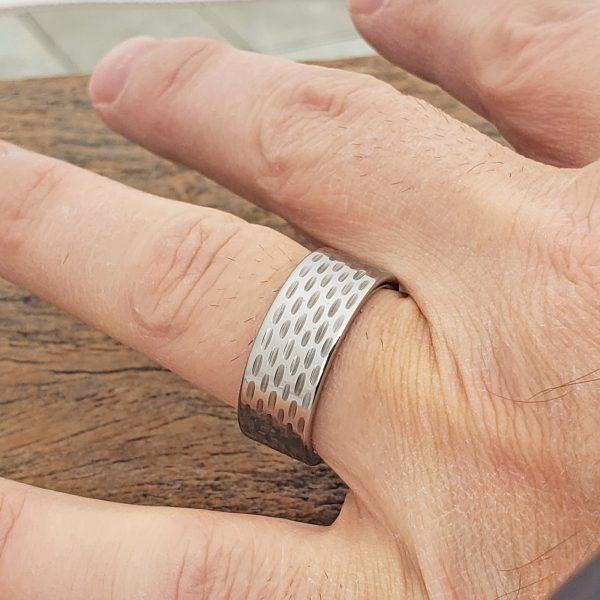 cherokee-sculpted-mens-flat-carved-9mm-rings