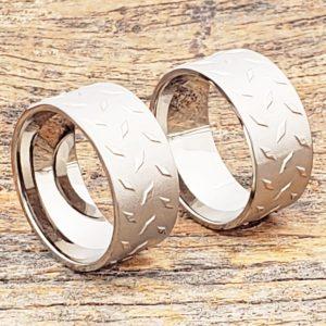 diamond-plate-10mm-carved-titanium-rings