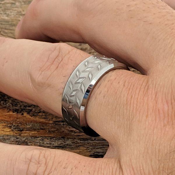 diamond-plate-9mm-brush-carved-rings