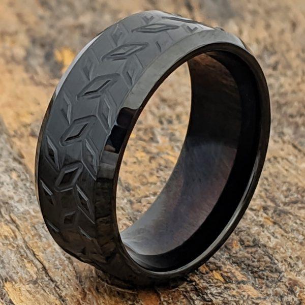 diamond-plate-mens-black-carved-ring