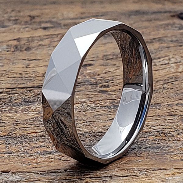 helene-bright-silver-faceted-ring