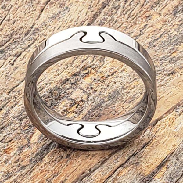 interlocking-brushed-puzzle-rings-6mm