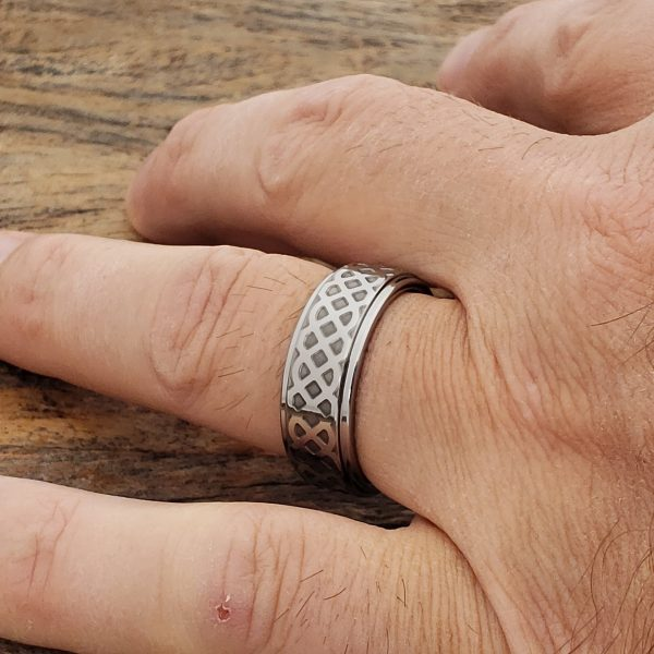 labyrinth-knotwork-polished-carved-8mm-rings