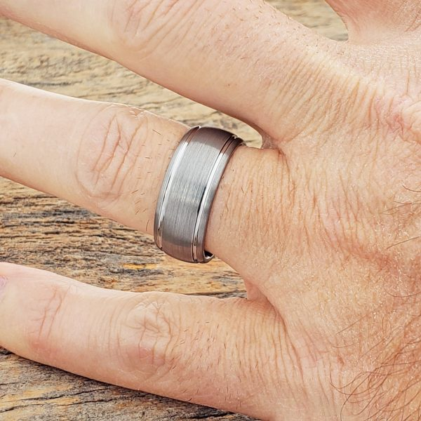 turbo-contrasting-tungsten-wedding-bands